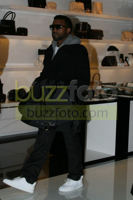 081228cop_kanyewest_05cut.jpg