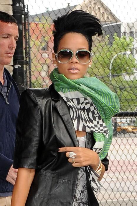 30957PCN_Rihanna06_cut.jpg